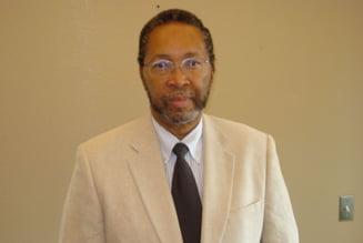 """Un cercetator american este noul rector al Universitatii """"Danubius"""" din Galati. Cine este William B. Harvey"""