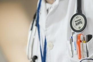 Un chirurg de la Spitalul Coltea este cercetat pentru mita. Pacientul l-a reclamat la call-centerul Anticoruptie in spitale