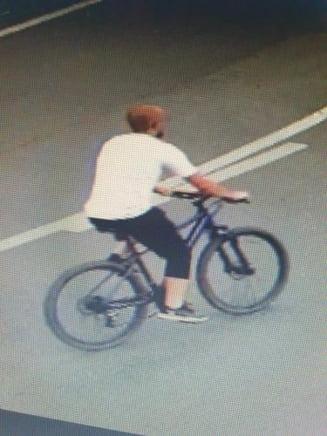 Un clujean a lovit o fetita de 8 ani cu bicicleta pe trotuar si a fugit ca un LAS - FOTO