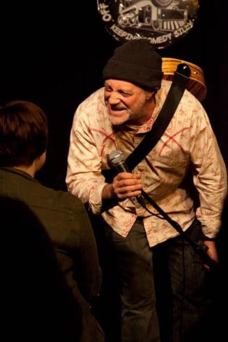 Un comediant a murit cand facea stand-up, dupa ce glumise despre asta: Imaginati-va daca as muri in fata voastra!