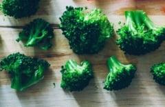 Un compus din broccoli nu doar previne cancerul, dar il si trateaza