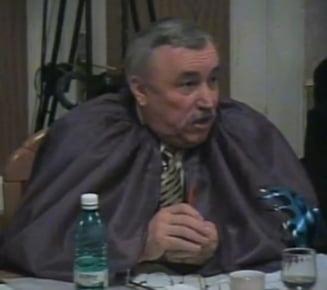 Un consilier a venit la sedinta cu o pelerina impotriva ...flacarii violet