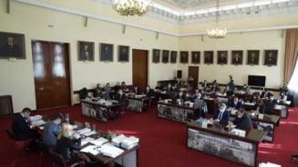 """Un consilier local USRPLUS """"a tradat"""" la Iasi si a votat bugetul orasului alaturi de PNL si PMP. Reprezentantii PSD au iesit din sala"""