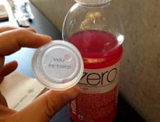 "Un consumator Coca-Cola a gasit sub capac mesajul ""You Retard"""