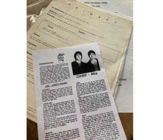 Un contract in care trupa Oasis cerea ca ajutoarele sa nu fie sub influenta alcoolului, vandut pentru 4.000 de lire sterline