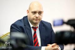 """Un controversat deputat ALDE publica """"relatiile de cumetrie"""" din Politia Buzau"""