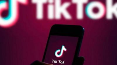 """Un copil de 14 ani din Bistrița a fost găsit spânzurat în casă după ce ar fi răspuns unei provocări pe Tik Tok: """"Singur la părinţi, campion la dans sportiv, copil de 10"""""""