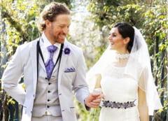 Un cuplu s-a casatorit de zeci de ori in locuri uimitoare din intreaga lume (Galerie foto)