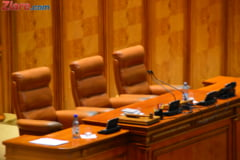 Un demnitar rus n-a putut participa la o sedinta in Parlament, dar si-a trimis figura de carton in locul sau (Foto)