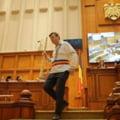 Un deputat PNL a venit in Parlament imbracat in costum popular: Ii chem pe fratii mei Dragnea si Tariceanu sa isi iubeasca tara