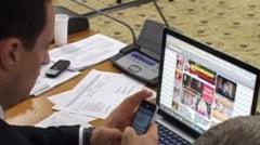 Un deputat PSD a citit barfe pe Internet in timpul discutiilor asupra Ordonantei 50