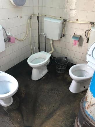Un deputat USR ne arata toaleta cu 3 WC-uri in aceeasi incapere. Se afla intr-un spital din Romania (Foto)