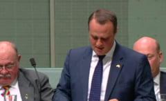 Un deputat din Australia isi cere in casatorie partenerul in plina dezbatere in Parlament (Video)