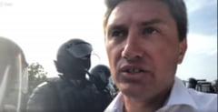 Un deputat roman a fost agresat de jandarmii moldoveni in drum spre Marsul Centenarului din Chisinau (Galerie foto&Video)
