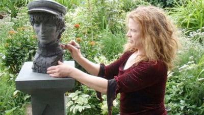 Un dinte al lui John Lennon a ajuns intr-o statuie (Video)