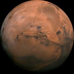 Un dispozitiv spatial va ajunge azi pe Marte pentru a-i analiza structura interna