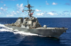 Un distrugator al Marinei SUA a fost grav avariat dupa ce s-a ciocnit cu o nava comerciala
