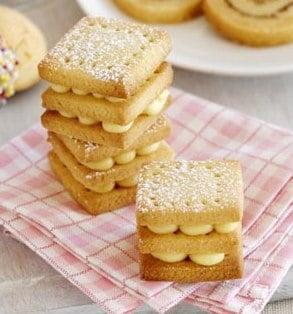 Un dulce de week-end: Biscuiti cu crema