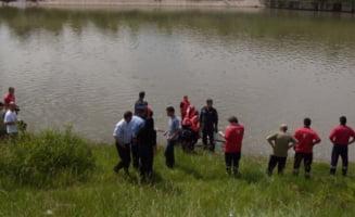 Un elev s-a sinucis aruncandu-se in Jiu cu ghiozdanul cu pietre legat de gat