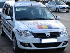 Un englez a murit si alti trei sunt raniti grav dupa ce au intrat cu masina intr-un copac, in Bistrita