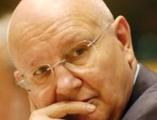 Un europarlamentar ii apara pe profesorii care i-au girat pe detinutii-scriitori