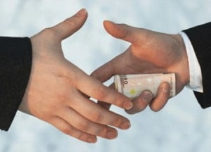 Un fals procuror a cerut spaga 15.000 de euro