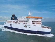 Un feribot cu peste 300 de persoane la bord a esuat in portul Calais