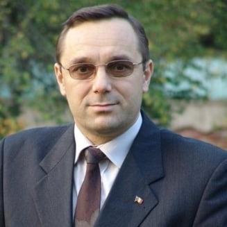 Un fost deputat PSD, condamnat pentru coruptie, contesta in instanta desfiintarea institutului lui Iliescu. Nu mai are cu ce sa-si achite rata la banca