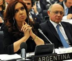 Un fost presedinte al Argentiei e judecat pentru mai multe fapte de coruptie alaturi de cei doi copii ai sai