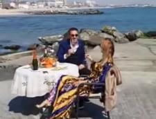 Un fost senator care i-a pregatit sotiei o masa romantica pe plaja, la Eforie, amendat de Politie (Video)