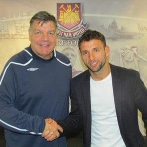 Un fotbalist roman s-a transferat in Premier League - oficial