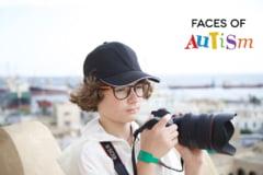 Un fotograf de 14 ani fotografiaza copii, tineri si adulti cu tulburari din spectrul autist. Afla povestea lui