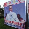Un francez, suparat pe Victor Ponta: A rupt un afis electoral