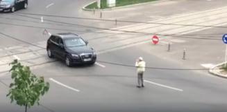 Un galatean a blocat un sens giratoriu ca sa-si pozeze masina (Video)