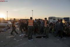 Un grup cu sute de migranti incearca sa treaca granita ungara dinspre Serbia