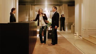 Un hotel isi invita turistii sa iasa pe geam si sa coboare pe franghie in caz de urgenta