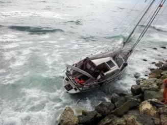 Un iaht german a ramas blocat in stancile de la intrarea in portul turistic Tomis