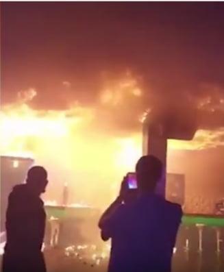 Un incendiu a distrus total un club din Ucraina, la fel ca-n #Colectiv (Video)