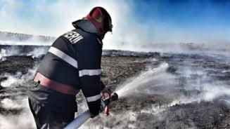 Un incendiu greu de stins a sufocat Capitala. Cat vom mai simti mirosul neplacut - Ce spun Alexe, pompierii si ANM (Foto&Video)