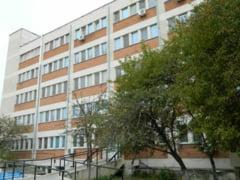 Un individ s-a ranit in autoizolare si a venit la spitalul din Harsova, unde a amenintat si scuipat medicii