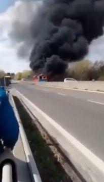 Un italian de origine senegaleza a luat 51 de elevi ostatici intr-un autobuz si i-a dat foc: Nimeni nu va iesi de aici viu (Foto&Video)
