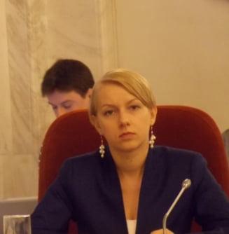 Un judecator din CSM cere Inspectiei Judiciare sa spuna daca Dana Garbovan a comis o abatere disciplinara cand a acceptat functia de ministru