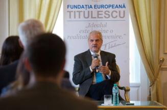 Un judecator pune problema dizolvarii Fundatiei Europene Titulescu, fondata si condusa de fostul premier Adrian Nastase