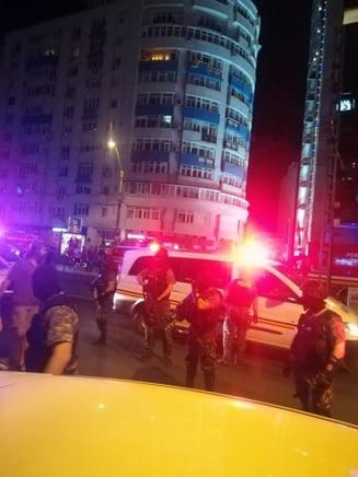 Un jurnalist de la Hotnews a fost lovit cu pumnii si picioarele de catre jandarmi, in timp ce transmitea protestele