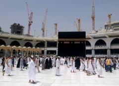 Un kamikaze s-a aruncat in aer langa Marea Moschee de la Mecca: 11 raniti
