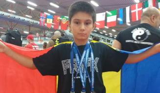 Un kickboxer carasean, triplu medaliat la Campionatul Mondial