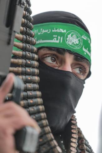 Un membru fondator al Hamas s-a impuscat in cap in timp ce isi verifica arma