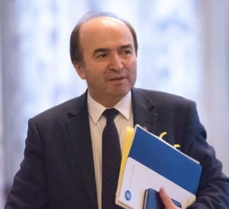 Un membru in Senatul Universitatii Iasi a demisionat, ca protest fata de revenirea lui Tudorel Toader ca rector