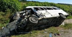 Un microbuz a fost implicat intr-un accident grav in judetul Hunedoara