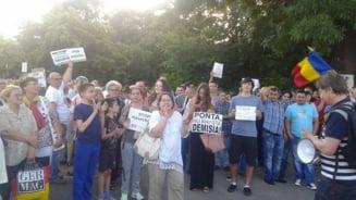 Un ministru sustine ca oamenii care au cerut in strada demisia lui Ponta au fost convocati de PNL